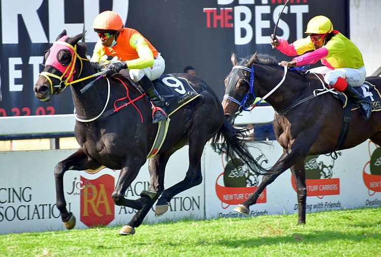 Masaaken wins under a polished ride from Chamu Mabaya. (JC Photos).